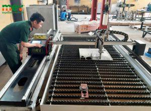 máy cắt cnc 1600plus